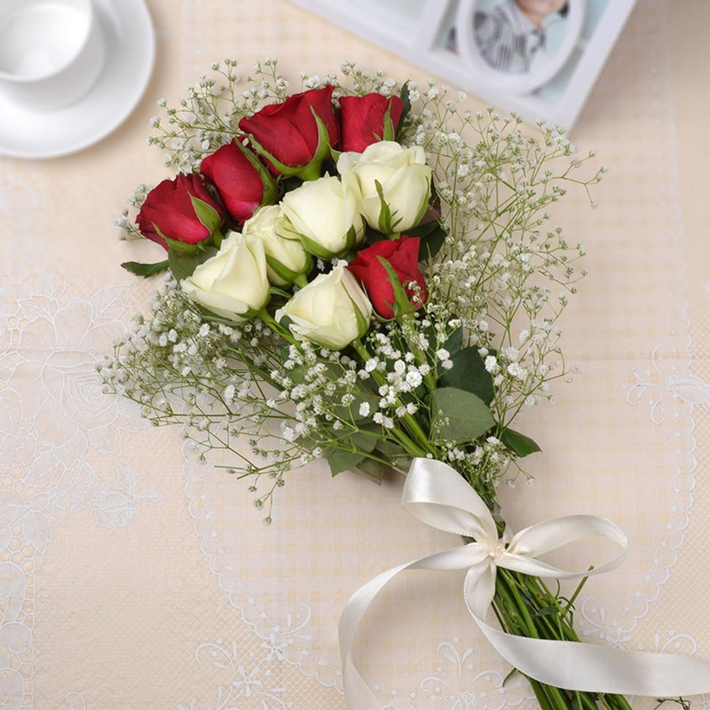Bunch Of 10 Red And White Roses Flowers